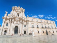 Италия. Сицилия. Сиракузы. Cathedral of Syracuse. Travel Photography from Syracuse, Italy on the island of Sicily. Cathedral Plaza. Фото pitrs10 - Depositphotos