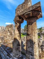 Италия. Сицилия. Сиракузы. The ruins of the temple of Apollo in Syracuse Sicily. Фото micheleponzio - Depositphotos