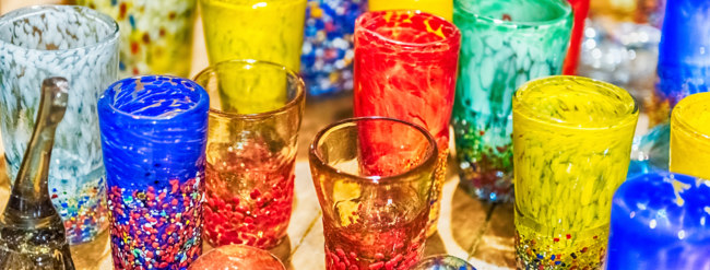 Клуб Павла Аксенова. Италия. Венеция. О.Мурано. Traditional colorful murano glass goblets  for sale, Murano, Venice, Italy. Фото marcorubino - Depositphotos