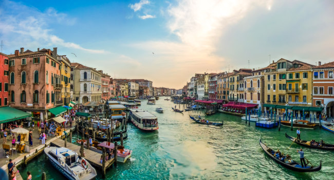 Италия. Венеция. Гранд Канал. Panoramic view of famous Canal Grande from famous Rialto Bridge in Venice, Italy. Фото pandionhiatus3 - Depositphotos