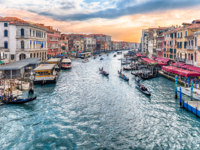 Клуб путешествий Павла Аксенова. Италия. Венеция. Гранд Канал. View of the Grand Canal from Rialto Bridge, Venice, Italy. Фото marcorubino - Depositphotos