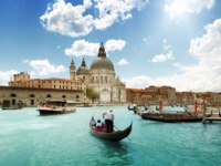 Италия. Венеция. Гранд Канал. Grand Canal and Basilica Santa Maria della Salute, Venice, Italy and sunny day. Фото Andrejs Pidjass - Depositphotos