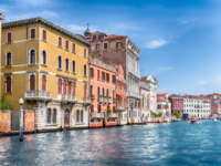 Клуб путешествий Павла Аксенова. Италия. Венеция. Гранд Канал. Scenic architecture along the Grand Canal in Venice, Italy. Фото marcorubino - Depositphotos