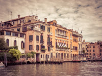 Клуб путешествий Павла Аксенова. Италия. Венеция. Гранд Канал. Old houses on the Grand Canal in Venice, Italy. Фото scaliger - Depositphotos