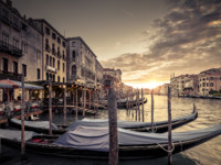 Клуб путешествий Павла Аксенова. Италия. Венеция. Гранд Канал. Grand Canal with gondolas at sunset, Venice, Italy. Фото scaliger - Depositphotos