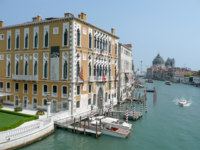 Клуб Павла Аксенова. Италия. Венеция. Гранд Канал. View on the Canal Grande over Palazzo Cavalli-Franchetti in Venice. Фото marcorubino - Depositphotos