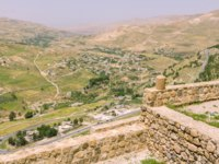 Клуб путешествий Павла Аксенова. Иордания. Акаба. View from the fortress on the city of Karak in Jordan. Фото photoweges - Depositphotos