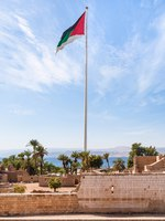 Клуб путешествий Павла Аксенова. Иордания. Акаба. Travel to Middle East country Kingdom of Jordan-Flag of the Arab Revolt in Aqaba city. Фото vvoennyy-Deposit