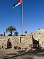 Клуб путешествий Павла Аксенова. Иордания. Акаба. Aqaba Fort with flagpole in Aqaba - South Jordan. Фото Jan Willem Van Hofwegen - Depositphotos
