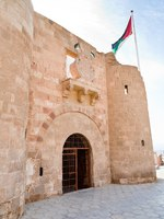 Клуб путешествий Павла Аксенова. Иордания. Акаба. The Aqaba Flagpole under medieval Mamluks fort . Фото Valery Voennyy - Depositphotos