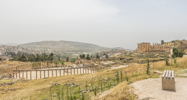 Клуб путешествий Павла Аксенова. Иордания. Панорама Джераша. Overview panroama of the oman city of Jerash, Jordan. Фото photoweges - Depositphotos