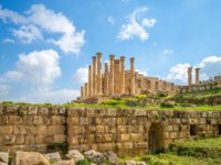 Клуб путешествий Павла Аксенова. Иордания. Джераш. Temple of Zeus in Jerash, Amman, Jordan. Фото richie0703 - Depositphotos