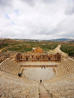 Клуб путешествий Павла Аксенова. Иордания. Джераш. Amphitheatre in the Roman city Jerash in Jordan. Фото AarStudio - Depositphotos