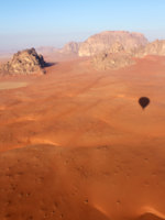 Иордания. Пустыня Вади Рам. Wadi Rum Desert beautiful landscape from above. Jordan. Фото CarlosNeto - Depositphotos