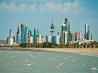 Клуб путешествий Павла Аксенова. Кувейт. Arabian Gulf beach and the skyline of Kuwait City, Middle East. Фото egypix - Depositphotos