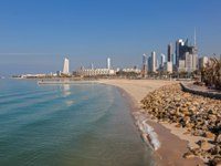Клуб путешествий Павла Аксенова. Кувейт. Arabian Gulf beach and the skyline of Kuwait City, Middle East. Фото philipus - Depositphotos