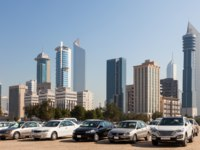 Клуб путешествий Павла Аксенова. Кувейт. Cars in front of Kuwait City skyscrapers. Middle East, Arabia. Фото philipus - Depositphotos
