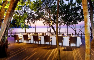 Клуб путешествий Павла Аксенова. Малайзия. О.Лангкави. The Andaman, a Luxury Collection Resort. Private dinner at Tepian Laut