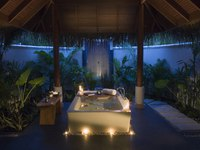 Мальдивы. Anantara Dhigu Resort & Spa, Maldives. Deluxe Sunset Beach Front Villa Bathroom by night