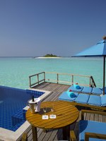 Мальдивы. Anantara Dhigu Resort & Spa, Maldives. Anantara Over Water Pool Suite deck