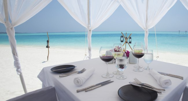 Мальдивы. Anantara Dhigu Resort & Spa, Maldives. Beachfront Dining by Design