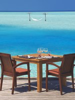 Мальдивы. Anantara Dhigu Resort & Spa, Maldives. Fuddan Dining Deck