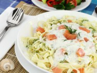 Tagliatelle pasta with cream, salmon and anise. Фото viperagp - Depositphotos