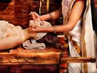 Аюрведа Spa. Couple having Ayurvedic spa treatment. Фото poznyakov - Depositphotos