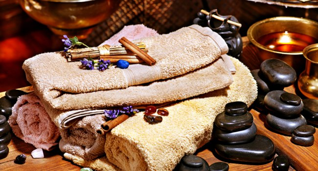 Аюрведа Spa. Luxury ayurvedic spa massage still life. Фото poznyakov - Depositphotos
