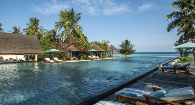 Мальдивы. Four Seasons Resort Maldives at Landaa Giraavaru. Pool