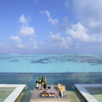 Мальдивы. Gili Lankanfushi Resort, Maldives. Private Reserve Residence. Private Reserve Beverage Tasting at Infinity Pool