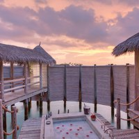 Мальдивы. Gili Lankanfushi Resort, Maldives. Private Reserve Residence. Romantic Bath in Outdoor Jacuzzi