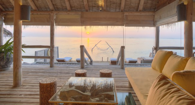 Клуб путешествий Павла Аксенова. Мальдивы. Gili Lankanfushi Resort, Maldives. Private Reserve Master Suite Living Room At Sunrise