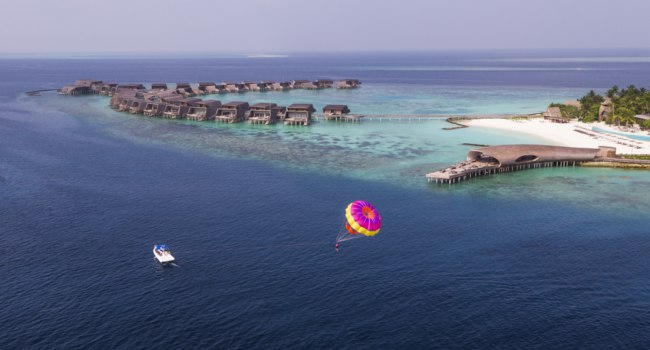 Мальдивы. The St. Regis Maldives Vommuli Resort. Watersport - Parasailing