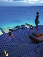 Клуб путешествий Павла Аксенова. Малдивы. Shangri-La's Villingili Resort & Spa, Maldives. Water Villa deck evening + model