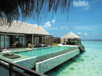 Мальдивы. Shangri-La's Villingili Resort & Spa, Maldives. Villa Muthee deck and infinity pool