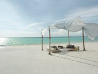 Мальдивы. Shangri-La Villingili Resort & Spa. Dine by Design set up on the beach daytime