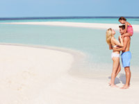 Мальдивы. Maldives. Family Having Fun In Sea On Beach Holiday. Фото monkeybusiness - Depositphotos