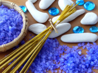 Мальдивы. CHI The Spa. Zen stones, aroma sticks and herbal salt. Фото AGphoto - Depositphotos