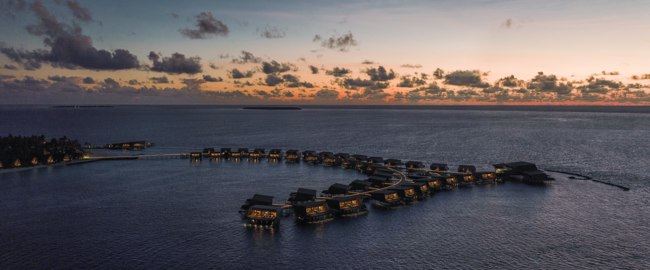 Мальдивы. The St. Regis Maldives Vommuli Resort. Overwater Villas - Evening