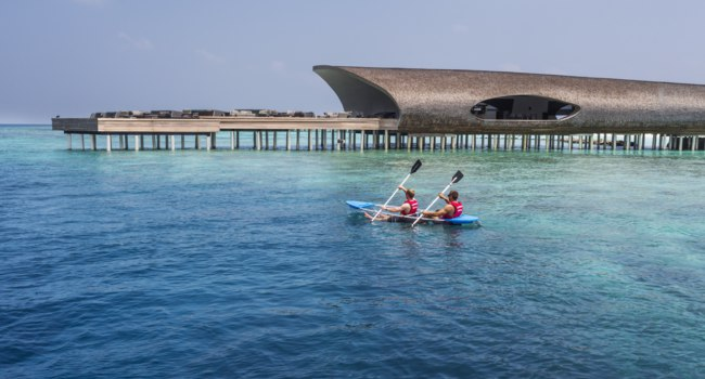 Мальдивы. The St. Regis Maldives Vommuli Resort. Watersport - Glass Kayak