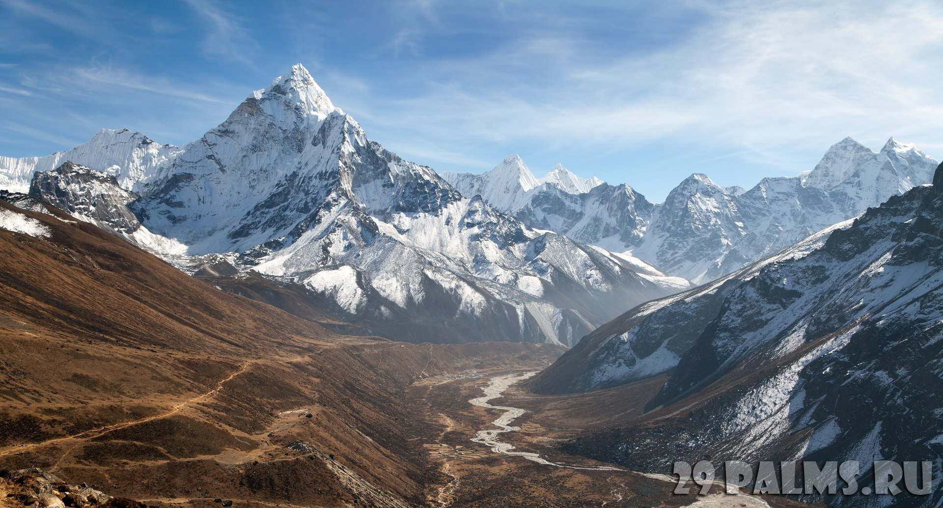 Непал. Гималаи. Panoramic beautiful view of mount Ama Dablam with beautiful sky on the way to Everest base camp, Khumbu valley, Sagarmatha national park, Everest area, Nepal. Фото prudek - Dep