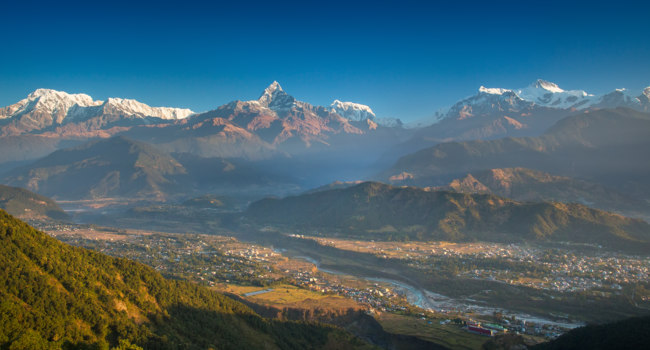 Клуб путешествий Павла Аксенова. Непал. Гималаи. Panoramic view of Himalayas from Pokhara, Sarangkot Hill. Фото jankovoy - Depositphotos