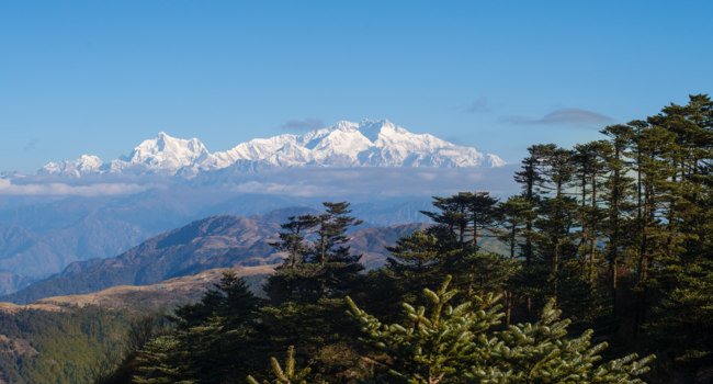 Клуб путешествий Павла Аксенова. Непал. Гималаи. Mt. Kanchenjunga viewed from Sandakphu, Darjeeling, India. Фото gnomeandi - Depositphotos