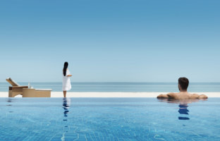 ОАЭ. Абу-Даби. О. Сир Бани Яс. Anantara Sir Bani Yas Island Al Sahel Villas ResortMain Pool Lifestyle