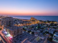 ОАЭ. Эмират Аджман (Ajman). Citiscape of Ajman and Sharjah day to night timelapse from top with Gulf and buildings. Фото neiezhmakov - Depositphotos