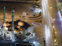 ОАЭ. Эмират Аджман (Ajman). Cityscape of Ajman with mosque and traffic on road from rooftop night. Фото neiezhmakov - Depositphotos