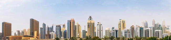 ОАЭ. Бубай Марина. Panorama of Dubai Marina district skyline with many new high rise buildings, UAE. Фото DedMityay - Depositphotos