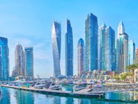 Dubai Marina with a view on Cayan Tower, Damac Residenze and other luxury high rises in Dubai. Фото efesenko - Deposit