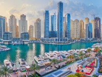 Enjoy the sunset in Dubai Marina with a view on yachts of Marina Mall yacht club. Фото efesenko - Depositphotos